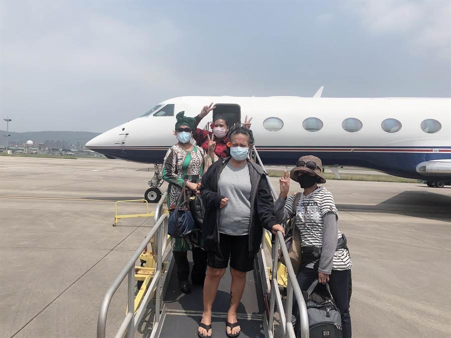 目前滯留帛琉的緊急病患相當辛苦,來台路迢迢。(新光醫院提供)