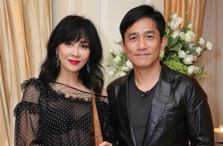 梁朝偉和劉嘉玲結婚12年仍幸福如初。(圖/明報提供)