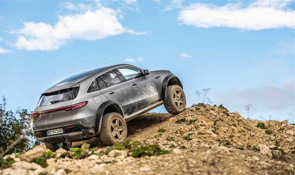 秀肌肉啦!賓士超猛 EQC 4×4² 電動越野車,搭載比 G 系列更狂的強悍性能