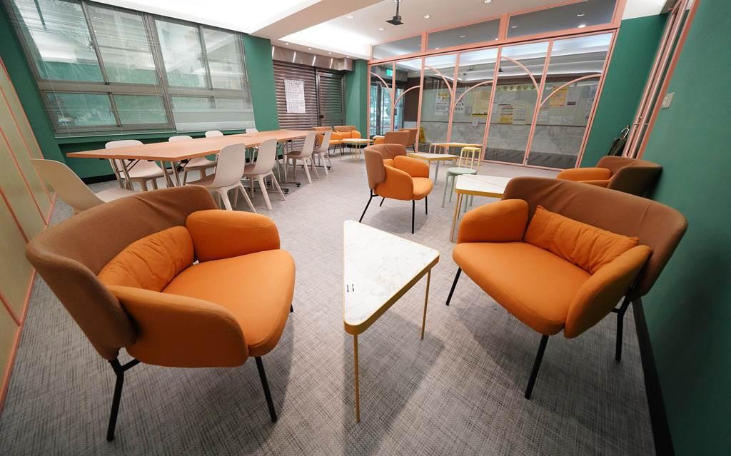 文大大雅館女生宿舍,以暖橘色調創造專屬女學生氣質的交誼空間。(文大提供/李侑珊台北傳真)
