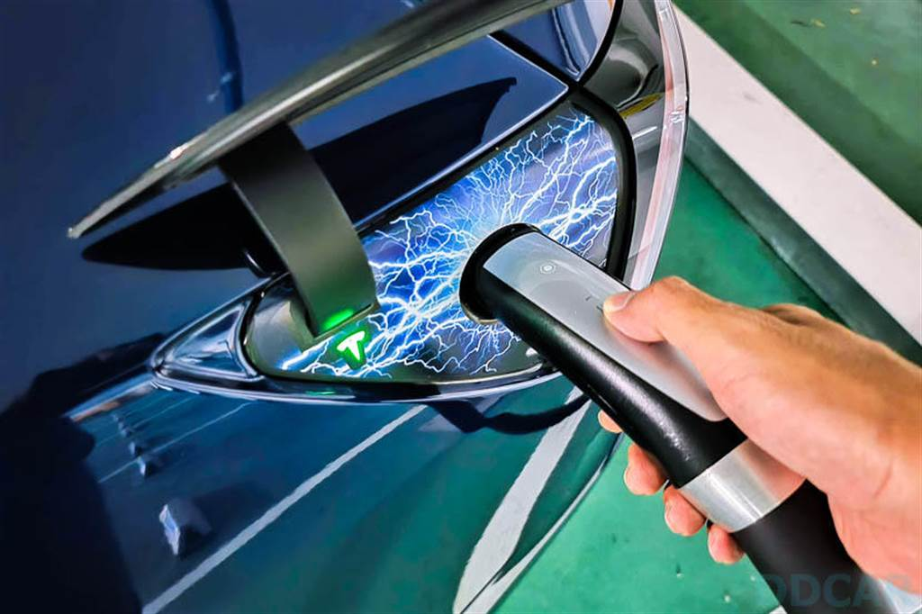 特斯拉車主推薦免費里程在超充怎麼用?實測解答:1,500 公里 = 372 度電,充多少就扣多少