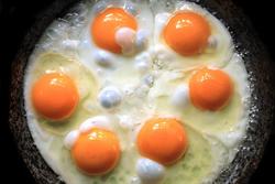 吃蛋讓膽固醇過高錯了!營養師曝真正可怕的地方