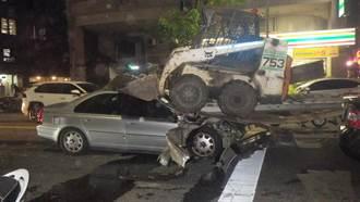 老翁駕車暴衝 3汽車與推土機遭殃受損