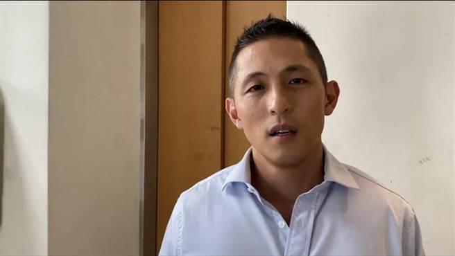提在家當兵被批渣男 吳怡農說話了。翻攝吳怡農回應錄影畫面