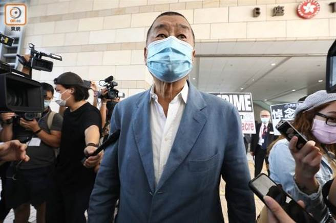 「壹傳媒」創辦人黎智英今天下午2點抵達法院。(香港東網)