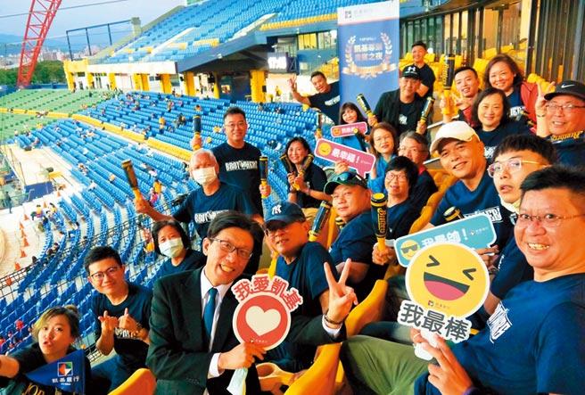 凱基銀行「棒球之夜」,邀請財管客戶攜伴於台中洲際棒球場貴賓包廂共賞熱血棒球賽。圖/凱基銀行提供