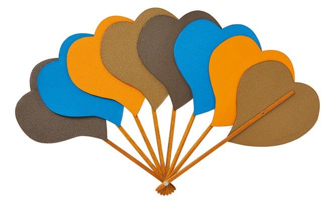 充滿童趣的愛心造型小牛皮摺疊扇,5萬4200元。(HERMES提供)