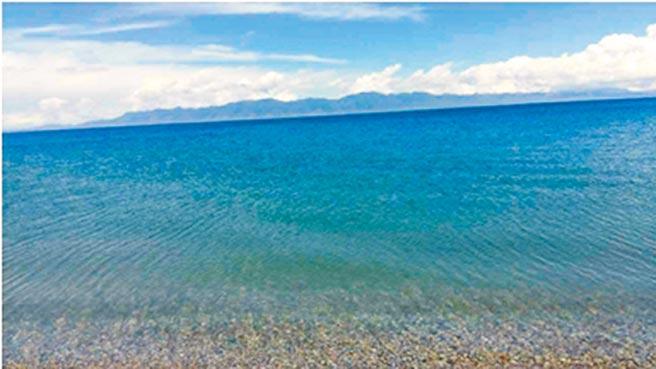 空靈的賽里木湖。(作者提供)