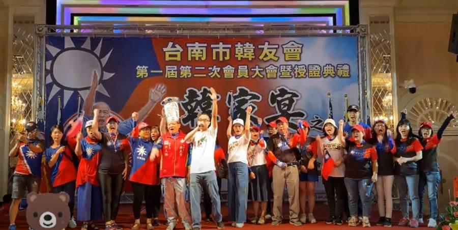 罷捷總部發言人徐尚賢12日在「台南市韓友會第一屆第二次會員大會暨授證典禮」演講畫面。(圖/翻攝自YouTube)