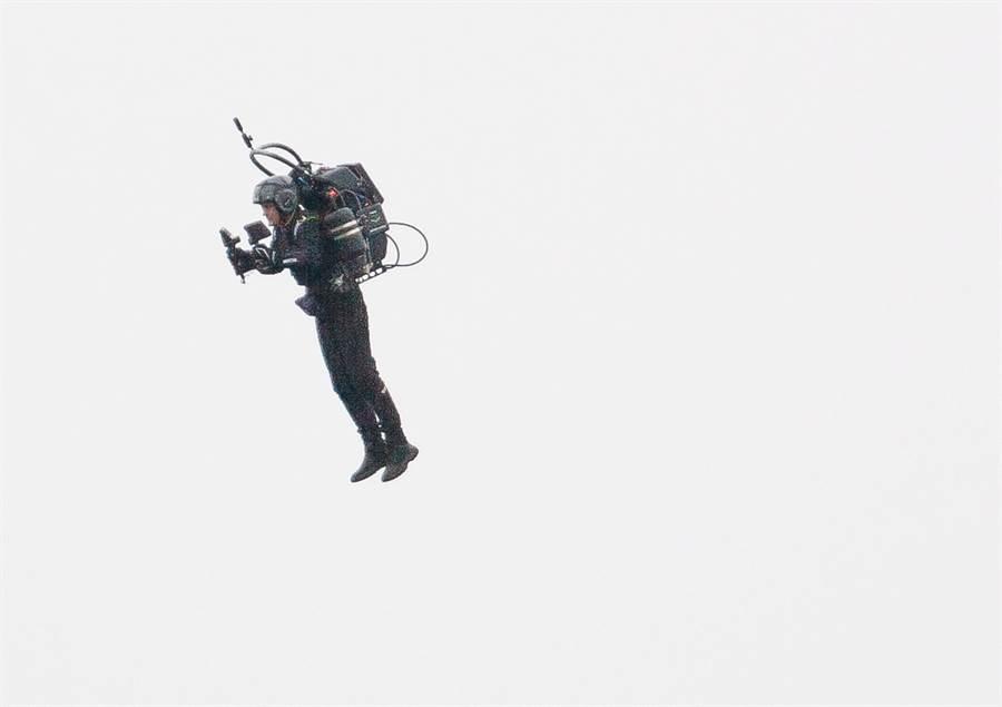 中華航空機組員14日通報,下午接近2時左右,目擊一名噴射背包客在洛杉磯國際機場附近高6,000英呎高空中飛行。圖為噴射背包客資料照,非當事照片。(資料照/TPG、達志影像)