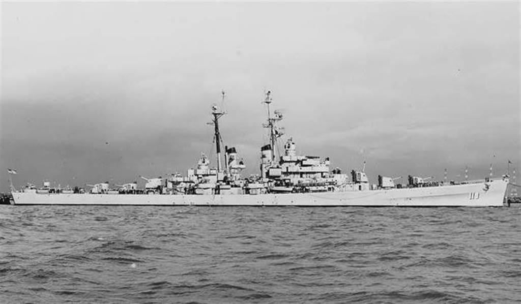 最早加入巡弋台海任務的美國第七艦隊輕巡洋艦朱諾號。(圖/美國海軍)