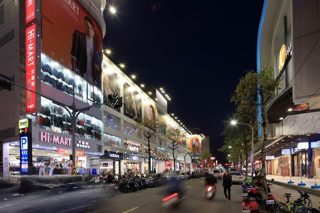 ▲「新潤A5」散步可達幸福路商圈,吸引上新莊市區、「歐洲村」等上萬居民,以舊屋換新家,就近住更好。(業者提供)