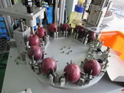不用動手挖! 全球第一台鮮榨百香果漿取汁神機