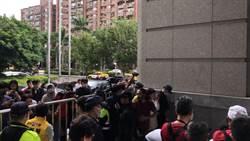 南鐵拆遷戶聲援者衝交通部抗議  爆發警民衝突仍對峙中