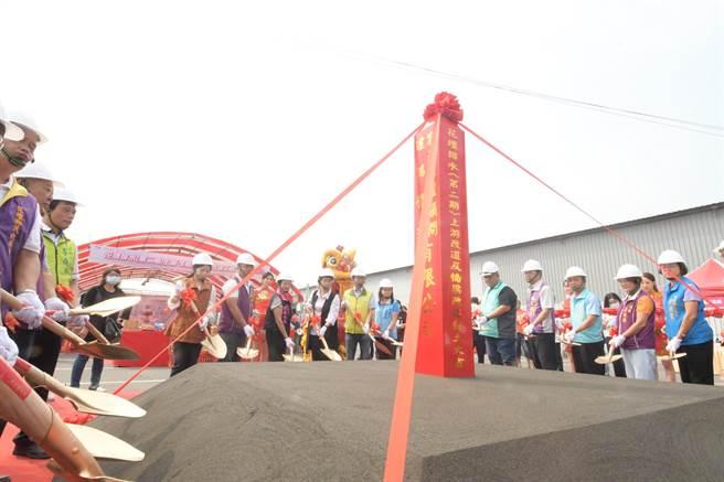 第二期上游改道及橋梁改建工程16日上午在花壇鄉花南路88號旁停車場空地開工動土了。(吳敏菁攝)