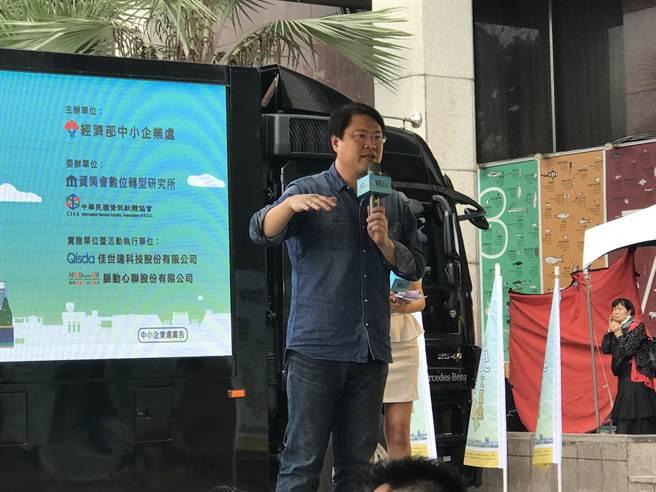 基隆市長林右昌呼籲,大家可以理性討論未來台灣國土規畫,一起審慎思辯。(陳彩玲攝)