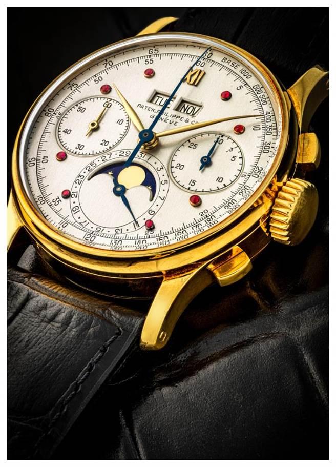 佳士得香港秋拍上这只由前任总裁Henri Stern佩戴多年的万年历腕表,见证百达翡丽经典传家的品牌精神,估价为400万至1200万港币。(品牌提供)