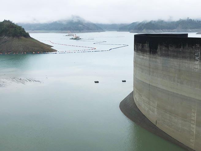 台灣水庫創下近17年來最低蓄水量,如何將在地氣候風險與現有業務結合,讓評估結果得以應用在實務層面,是金融業下階段的難題。圖/本報資料照片