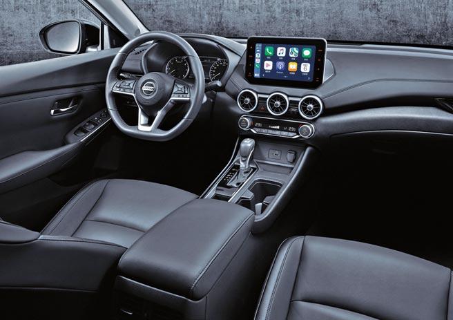 中控台可見9吋X-Media V智慧影音螢幕、跑格三環出風口,搭配平底跑車方向盤。同時內建同級唯一Apple CarPlay。圖/業主提供