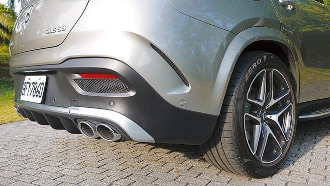 高質感左右雙出AMG尾管及選配的21吋 AMG五輻雙肋輕合金輪圈。圖/于模珉
