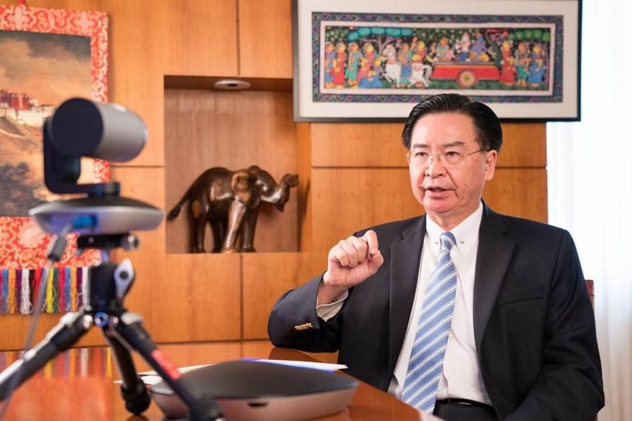 吳釗燮接受「今日印度」專訪。(外交部提供)