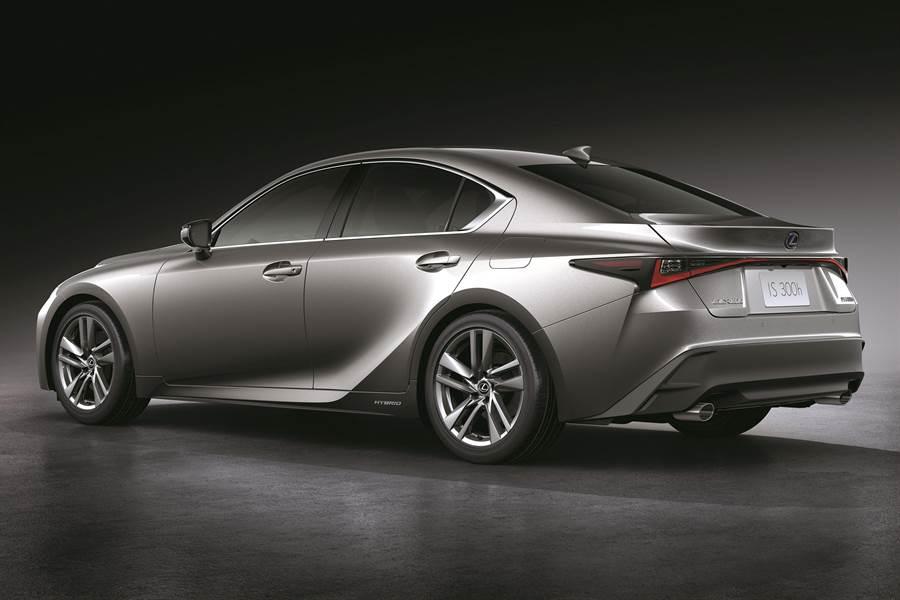車尾搭配貫穿式LED L-Shaped尾燈,讓車輛辨識度大幅提升。