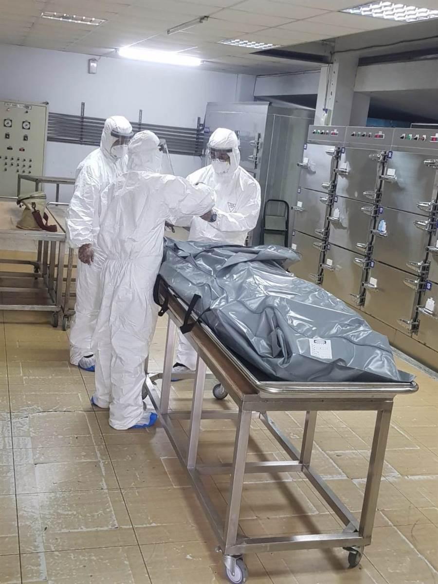 16日驚傳南投埔里鎮的居家檢疫黃男突然死亡,南投地檢署現已進一步採檢相驗,確認黃男死因。(民眾提供/黃立杰南投傳真)
