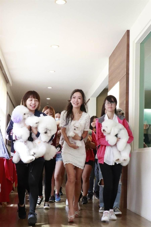 王宥婷今天出席台北海大與萬達寵物集團產學合作活動。(台北海大提供)