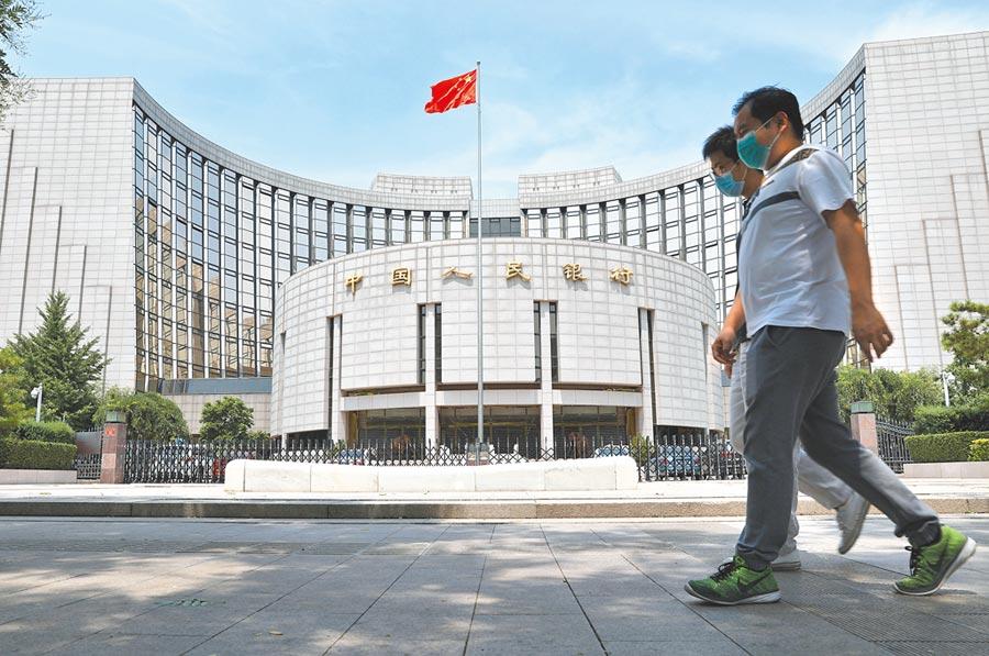 人民幣匯率趨漲,中國人民銀行下調遠期售匯業務外匯風險準備金率從20%至0。(中新社)