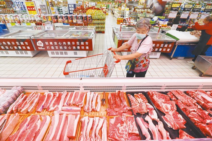 市民在太原一家超市選購豬肉。(中新社資料照片)