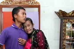 19歲嫩夫怕74歲妻「太有魅力」 反鎖家中杜絕小王