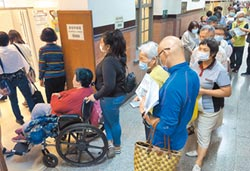 公費疫苗「亂」停打 政策急轉彎 50~64歲族群暫緩接種 影響530萬人