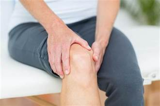 貼布護膝不離身 當心骨鬆找上身