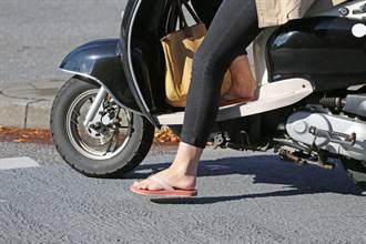 騎車穿拖鞋違法!民國66年罰單曝光 網驚:嚇死人的貴