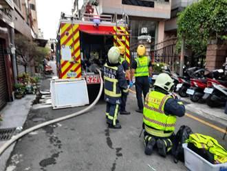 北屯住宅火警頂樓濃煙狂竄 二大二小嗆傷送醫