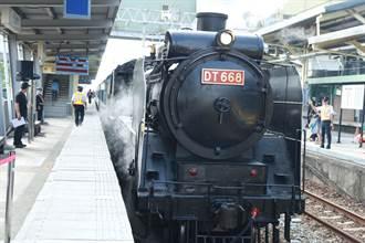 台南火車站120歲 台鐵「蒸汽火車之王」亮相 鐵道迷驚呼爭睹