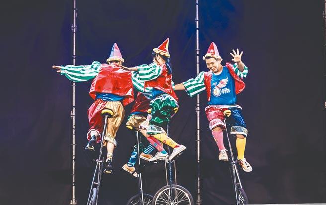 由慢飛天使組成的新心劇團,將帶來歡樂馬戲表演。(新北市文化局提供/王揚傑新北傳真)