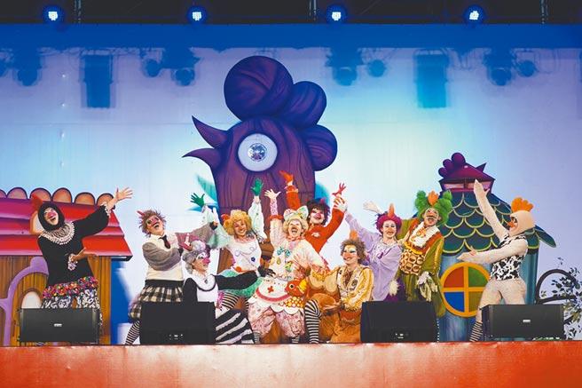 紙風車劇團表演。