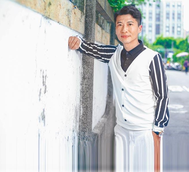 方順吉受邀擔任反毒大使,近來創作反毒新歌。(粘耿豪攝)