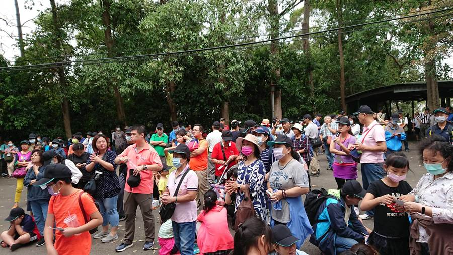 新竹市「2020年勞工親子活動」17日於十八尖山熱鬧登場,吸引上千勞工與親子參加。(市府提供/陳育賢新竹傳真)