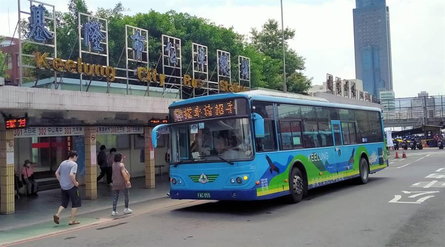 基隆各客運路線載客量嚴重下滑,其中R路線載客量較以往下降4成,平均搭乘不到20人。(此為示意圖,陳彩玲攝)