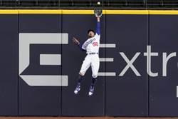 MLB》連救道奇兩場 貝茲超精采守備