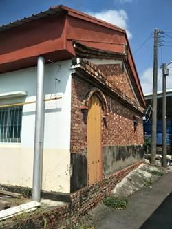 經不起4級地震 台南鹽水民宅屋頂塌了