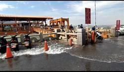 金門「漲九降」來襲  遊客遇見大海暴潮