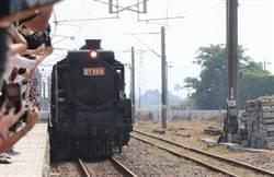 蒸汽火車之王下午從後壁站返回林鳳營  上千人歡送