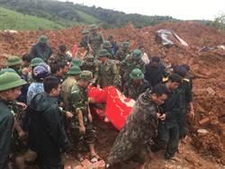 越南豪雨釀土石流 22軍人遭活埋