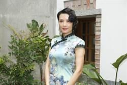 陳孝萱主持慈善快閃音樂會 上圍太壯觀擠不進旗袍戲服
