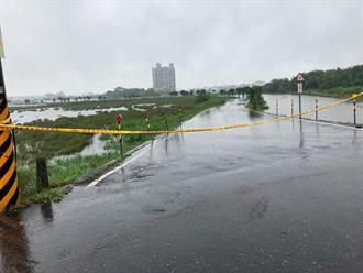 宜蘭五十二甲溼地路段淹水 警拉封鎖線