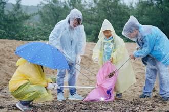 靈鷲山風雨中淨灘 守護貢寮愛地球