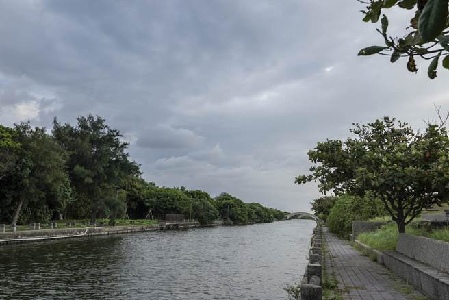為打造「水陸兩棲」的親水聖地,新竹市政府將拆資近9000萬施做「港南運河水質水量優化」工程。(陳育賢攝)